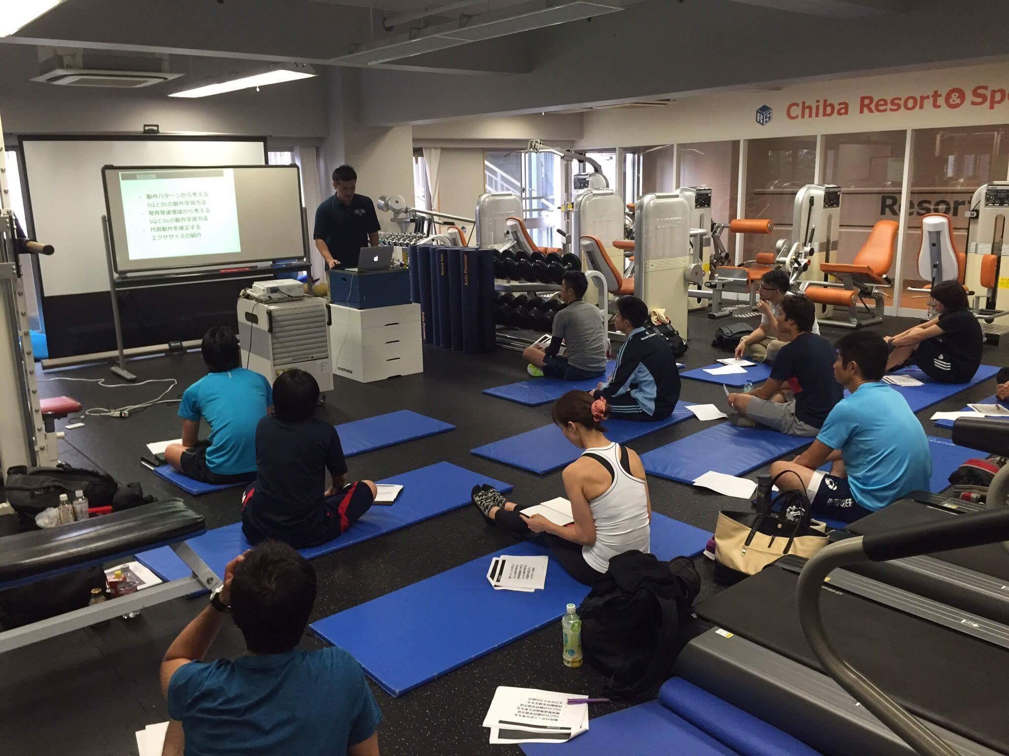 股関節伸展種目としてのスクワットとデッドリフトの段階的学習法。